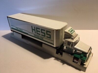1987 Hess Toy Semi Truck/bank With Oil Barrels New In Box