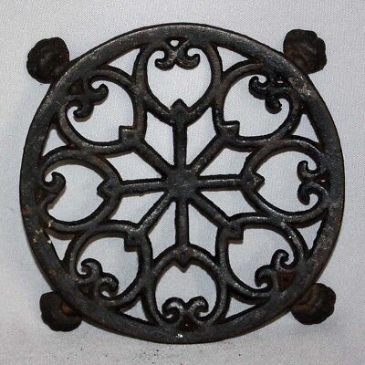 "Vintage Early John Wright Inc. Cast Iron Trivet No 281 4 Footed 5 1/4"" Diameter"