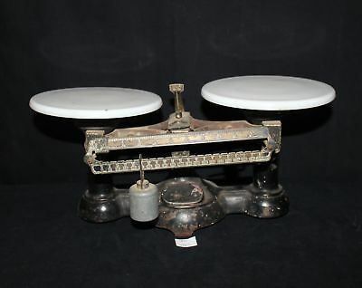 ThriftCHI ~ Unmarked Balance Scale w Porcelain Plates