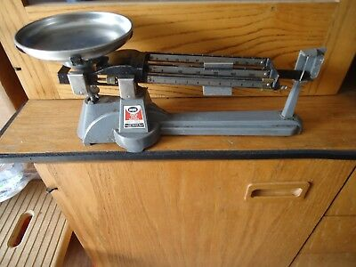 OHAUS SCALE Corp. Capacity 2610 Grams TRIPLE BEAM BALANCE SCALE with plate.