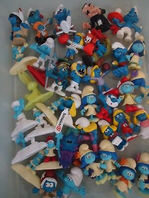 Fun lot of 50+ Smurfs and 8 smurf houses
