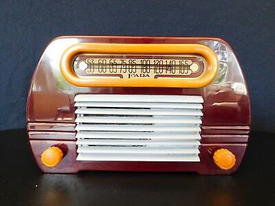 VINTAGE 1940s FADA ANTIQUE MID CENTURY ART DECO OLD CATALIN BAKELITE RADIO !!