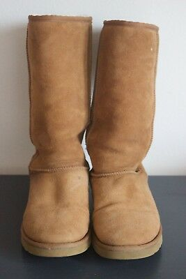 Pre-Owned Classic Tall Brown Sheepskin Ugg Boots, Women's Size 9