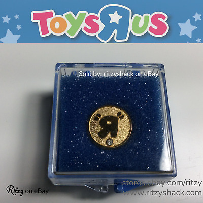 """Toys R Us RARE Jeweled """"R"""" Pin Collectible, with Blue Plastic Display Case TRU"""