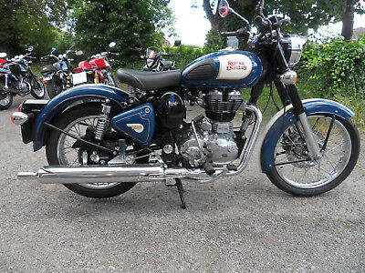 Royal Enfield Classic 500 in Gloss Squadron blue and Cream