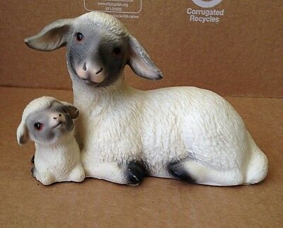 Vintage  MOTHER SHEEP and BABY LAMB Figurine Nature World Collection Thomas Gray