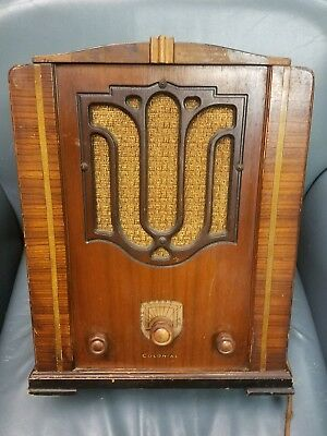 COLONIAL 653 TOMBSTONE TUBE RADIO Plays and sounds great