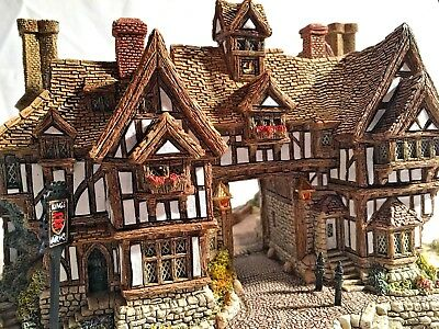 """Lilliput Lane Pub """"The King's Arms"""" With Orig Box - Signed! w Deeds 1990 Retired"""