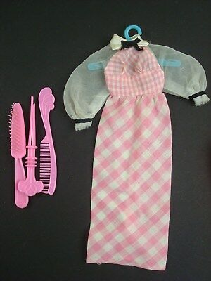 VINTAGE QUICK CURL  BARBIE Pink Checked Dress and Hair brush curler comb #4220