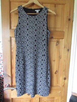 H&M Black and White Dress. Size Medium. To fit size 12-14.