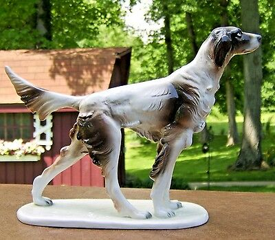 great looking large pointer/ retriever porcelain hunting dog figurine from Italy