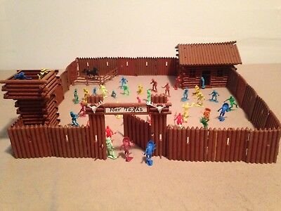 Vint.1970's ,1/32 ,Plastic toy Fort Texas  play set inc.cowboys and indians