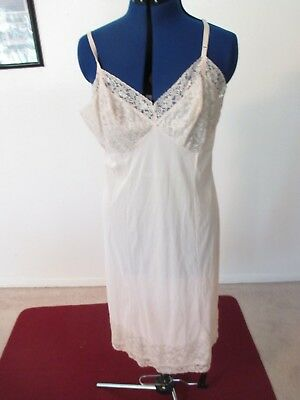 PRE-OWNED Vintage BEIGE w/BEIGE LACE Nylon FULL SLIP-1970's-Size 42 Extra large