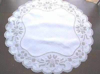 Vintage Linen Embroidered Pulled Work Table Centre