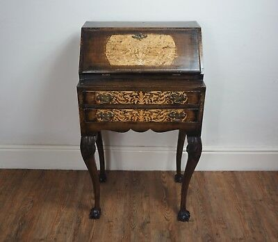 FINE C1920s 30s ANTIQUE MARQUETRY INLAID QUEEN ANNE BUREAU DESK WRITING TABLE