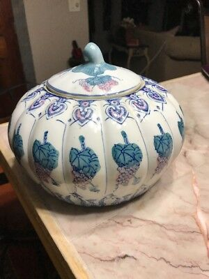 Asian Lidded Porcelain Ginger Jar 7x9