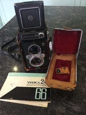Yashica-24 Twin Lens Reflex 120/220 Film Camera, 80mm 1:3.5 lens GREAT CONDITION