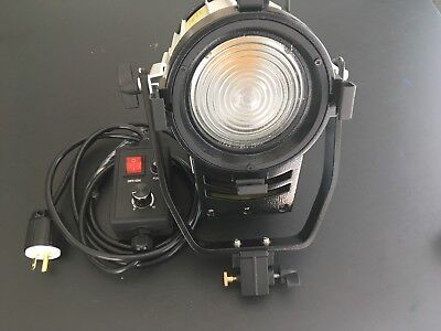 3200/5500K Dimmable Fresnel 100W LED Spot Light with Filter and Barn Door.