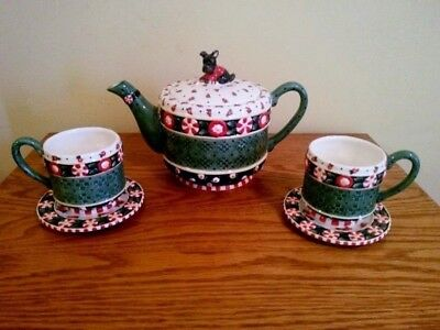 Mary Engelbreit  2001 Candy Teapot With Matching Cups And Saucers.