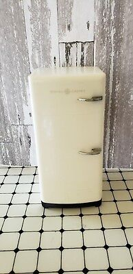 Vintage General Electric GE Miniature Salesman Dollhouse Refrigerator/Freezer