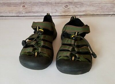 Keen Newport Sandals Youth Size 1 Green Waterproof Hiking Outdoors Slip On Hook