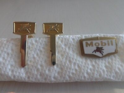 Vintage Mobil Pegasus Winged Horse Cuff Links Gold Tone Employee & Mobil Pin