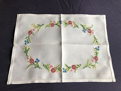 Pretty Vintage White Irish Linen Hand Embroidered Tray Cloth Table Centrepiece