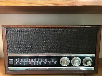 Vintage Mid-Century Magnavox AM-FM Stereo  Table Radio Solid State - works Great