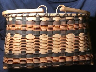 Outstanding Cherokee Basket by Medina Wildcat with moveable handles 1999