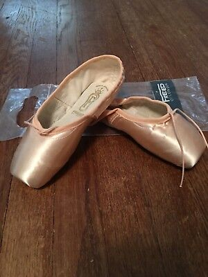 "Freed pointe shoes 4.5 X ""Maltese Cross"" maker DV wing"