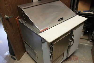 UNIVERSAL COOLERS Sandwich prep and cooler
