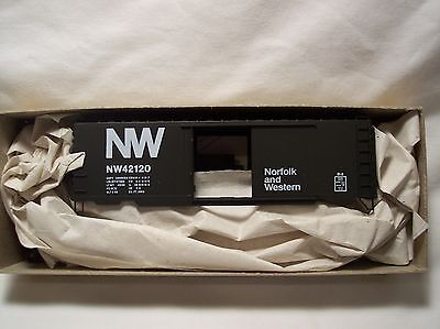 Accurail - HO Scale Norfolk & Western 40' PS-1 Steel Box Car Kit - NW42120