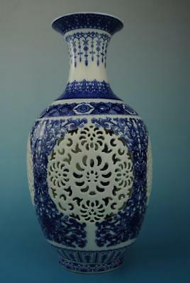 china old hand-made Blue and White porcelain flower pattern hollow out vase e01