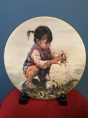 """""""Girl With Seashells"""" Children Of Aberdeen Plate by KEE FUNG Plate #4341"""