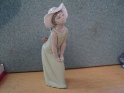 Lladro Girl With Hat