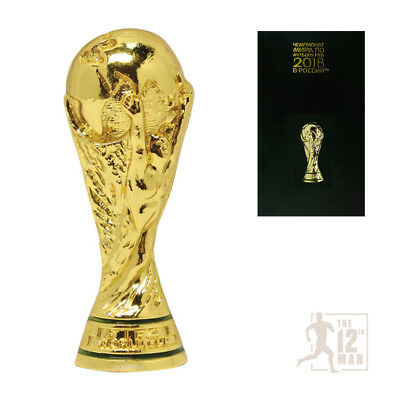 Pin Trophy 30 mm Coupe du Monde FIFA 2018 Russie FM badge football football...