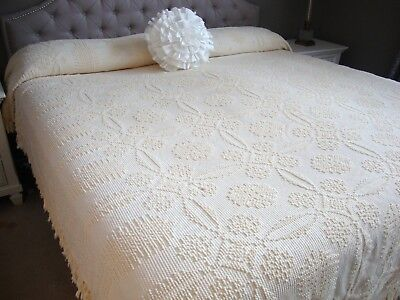 Vintage Ivory Chenille Bedspread Wedding Ring Pattern By Bates Queen King Nice