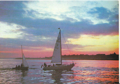Hampshire Postcard -  Yachts - Sunset Over The Solent - Ref  2187A