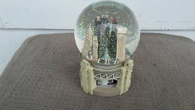 Three Jays Bloomingdales Chicago Wind Up Musical Snow Globe Very Good Condition!
