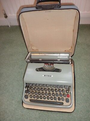 Vintage Olivetti Lettera 22 Typewriter with Carry Case