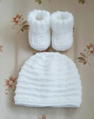 New hand knitted baby boots & Hat  in size newborn ( White )