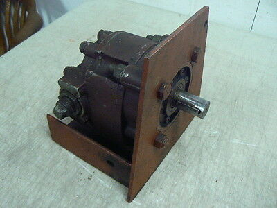 """Hydraulic Pump / Motor, R15538-OHA, 9 52, 1"""" x 1.75"""" Shaft, 1"""" Inlet 3/4"""" Outlet"""