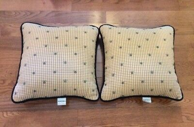 """Set of 2 Waverly Garden Room Square Yellow Bee Pattern Throw Pillow 16"""" x 16"""""""