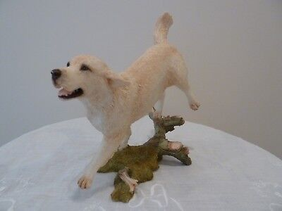 "2004 COUNTRY ARTISTS ""GOLDEN RETRIEVER RUNNING"" Dog Figurine #04431"