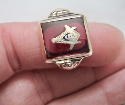 10k Solid Gold Measure/Compass Simulated Ruby Masonic Ring-Size 9.75-Scrap/Wear
