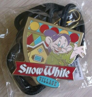 Wdw Cast Exclusive - Snow White Village Lanyard - Brand New