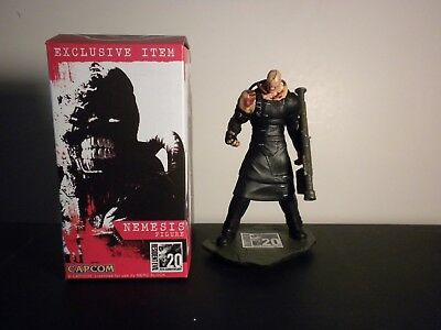 arcade block exclusive resident evil nemesis figure with good condtion box