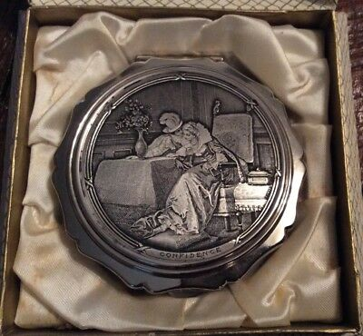 Vintage Silver Tone STRATTON Engraved Litho Lovers Couple Scene Compact in Box