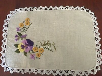 Pretty vintage linen embroidered Pansy Bouquet Centrepiece Doily Tray Cloth Exc