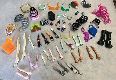 MONSTER HIGH HUGE LOT OF REPLACEMENT BODY PARTS HANDS ARMS Glasses 90+ PC Shoes